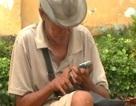 Trục xuất ông già ăn xin xài… iPhone