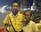 Hà Nội: Cụ già đi lạc cả ngày được CSGT giúp tìm người thân
