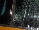 Xe khách bị ném đá, 1 chuyên gia nước ngoài trọng thương