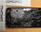 Kẻ cướp bắn trúng điện thoại, nạn nhân thoát chết