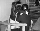 Thắt lòng phiên xử người mẹ nhẫn tâm bán trinh con gái cho đại gia