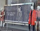 Quảng cáo quần áo bằng ảnh mỹ nhân... ngực trần