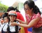 4.000 mũ bảo hiểm tặng học sinh, giáo viên TPHCM