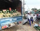 Tết Đoan Ngọ: Hoa quả đầy đường, vắng ngắt khách mua