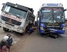 Lọt gầm xe tải, 2 thanh niên chết thảm