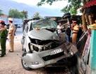 Lao vào xe tải đỗ bên đường, 6 người trong gia đình thương vong