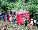 Xe chở 43 người rơi xuống vực, 1 người chết, 7 người mắc kẹt