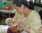 Đắng lòng nhìn bé 7 tháng tuổi sắp chịu cảnh mù lòa vĩnh viễn
