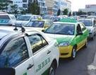 """Thêm phí, taxi lại """"dọa"""" tiếp tục tăng giá cước"""