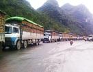 """Hàng ngàn xe dưa hấu """"chết dí"""" tại cửa khẩu Tân Thanh"""
