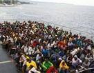 Cứu sống hơn 300 người nhập cư lênh đênh trên Địa Trung Hải