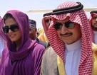 """Hoàng tử Saudi bị """"ném đá"""" vì tặng siêu xe cho phi công"""