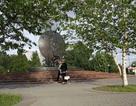 Cây Bạch dương bên Tượng đài Bác ở Moskva