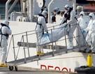 Người tị nạn Algeria phá cửa máy bay để trốn lệnh trục xuất