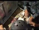 Video cảnh sát Nepal tìm thấy 25 triệu rupee dưới đống đổ nát