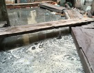 """Bài 12: Sở Xây dựng """"thúc"""" làm rõ nguyên nhân nước thải nhấn chìm nhà 146 Quán Thánh"""