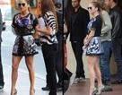 Jennifer Lopez khoe đôi chân nuột nà