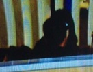 Vương Phi và Tạ Đình Phong hôn nhau tại sân bay