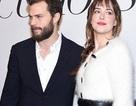 """Cặp đôi """"50 sắc thái"""" thân mật trên thảm đỏ"""