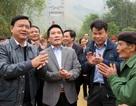 Có cầu treo mới, dân vây quanh Bộ trưởng nói lời cảm ơn