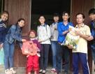Sinh viên giúp người già neo đơn đón Tết