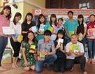 Nhà văn Nguyễn Nhật Ánh tặng sách cho Không gian đọc Hội An