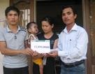 Trao hơn 12 triệu đồng quỹ nhân ái tới gia đình chị Vi Thị Yến