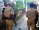 Xuất hiện clip CSGT xô xát với người vi phạm