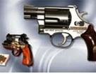 Đối tượng vi phạm chĩa súng đã lên đạn vào công an