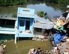 5 căn nhà sụp xuống sông, một người mất tích