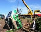 Xe khách lao xuống ruộng, 28 người thoát hiểm trong gang tấc