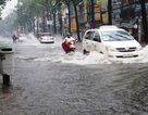 Triều cường gặp mưa lớn, TPHCM lại ngập nặng