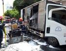 Xe chở đồ gỗ bốc cháy khi đang lưu thông