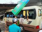Xe khách lao vào nhà dân, ít nhất 11 người bị thương