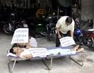 Khiêng nạn nhân tai nạn lao động đến công ty đòi bồi thường