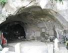 Bút tích vua chúa ở hang động kỳ bí