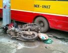 Xe buýt mất lái tông chết 2 người