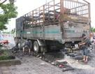 Vừa ra khỏi hầm vượt sông Sài Gòn, xe tải bốc cháy dữ dội