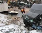 Hàng triệu đô rải khắp đường sau vụ tai nạn