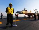 """Trung Quốc """"khoe"""" ảnh chiến đấu cơ đáp thành công trên tàu sân bay"""