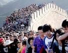 Du khách Trung Quốc bị cấm ngoáy mũi, nhai nhồm nhoàm