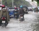 Đường phố ngập nước do mưa lớn kéo dài