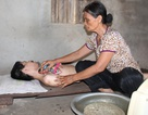 Cơ cực người phụ nữ hơn 30 năm chăm 3 người điên