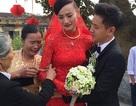 Lê Thúy khóc nức nở bên mẹ trong ngày đưa dâu
