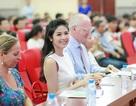 Hoa hậu Ngọc Hân rạng rỡ đi trao giải cuộc thi dành cho bạn trẻ