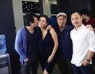 Thu Minh được Thanh Bùi hôn khi trở lại ghế nóng