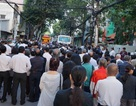 Đoàn xe tang chở linh cữu GS Trần Văn Khê đã rời thành phố