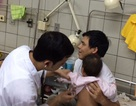 """Một trẻ suy hô hấp nặng vì vi rút sởi """"tấn công"""" thẳng vào phổi"""