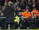 Hình ảnh thê lương của Arsene Wenger tại Emirates