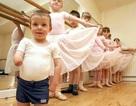 Cậu bé 4 tuổi cụt hai chân vẫn múa balê (video)
